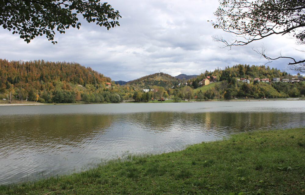 http://www.mak-usluge.hr/wp-content/uploads/2021/01/jezero_bajer_fuzine_makusluge-1000x640.jpg